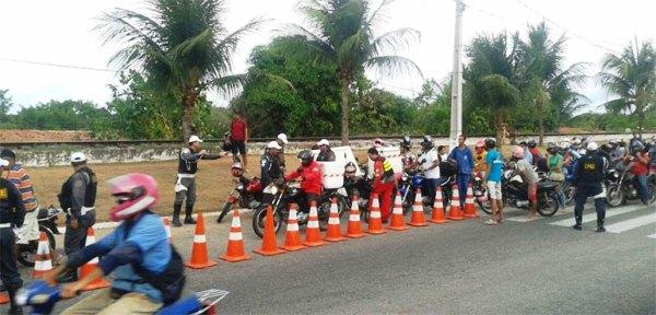 Ao todo, 53 veículos foram apreendidos e levados ao pátio do Departamento Estadual de Trânsito (Detran).