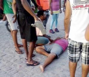 Populares socorreram a vítima utilizando uma caminhonete.