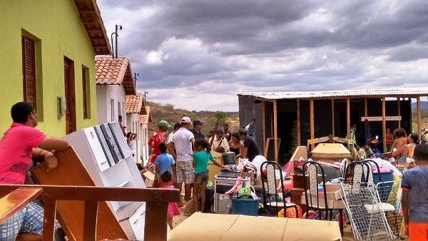 Seis famílias foram expulsas das casas que ocuparam.