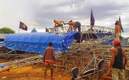 A estrutura ficou bastante danificada e deve levar alguns dias para ser reformada.
