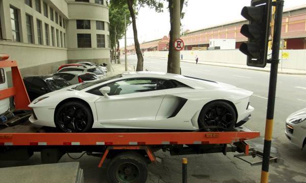 Lamborghini Aventador LP700-4, modelo 2012 — avaliado em R$ 2,8 milhões.