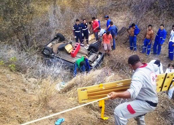 Equipes de resgate tiveram muito trabalho para resgatar as vítimas. (Foto: J. Júnior).