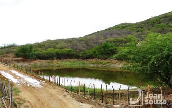 Açude de pequeno porte na comunidade Malhada Limpa.