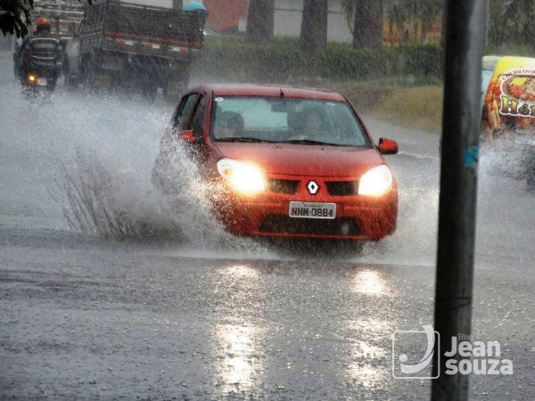 Av. Teotônio Freire durante a chuva.