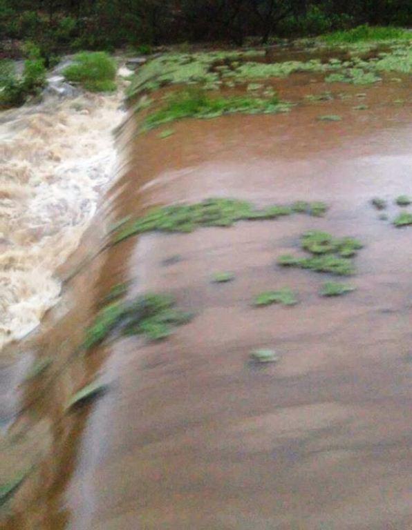 ACARI: Açude transborda na zona rural após chuvas do fim de semana
