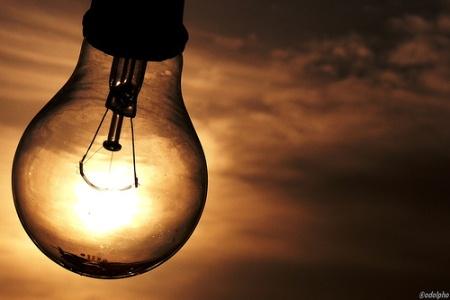 Consumidor passará a pagar energia mais cara a partir desta segunda.