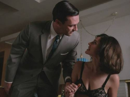 Don-Draper-Megan-Floor-Rough-Sex-Scene-Pulls-Hairjpg