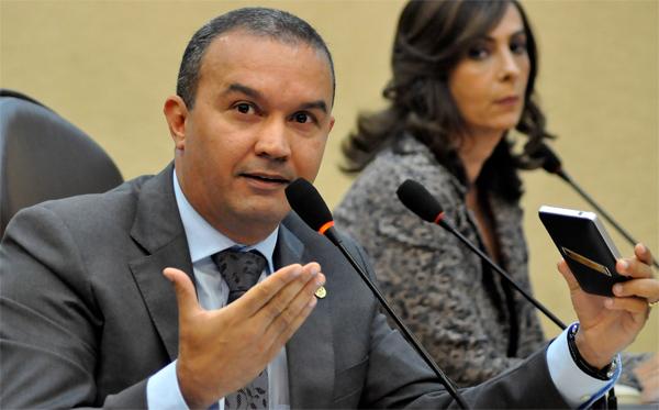 Kelps Lima alerta para crise no hospital de Currais Novos