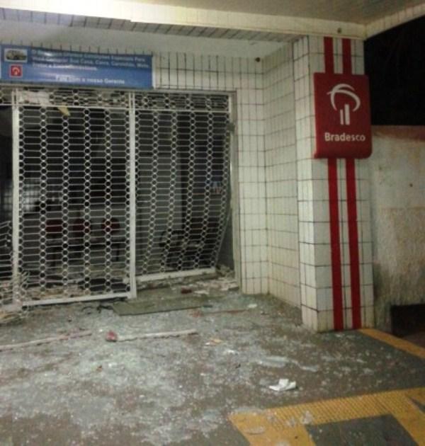 INSEGURANÇA: Bandidos explodem caixa eletrônico de Pendências