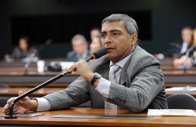 BOLA CHEIA: Romário protocola requerimento para criação de CPI da CBF