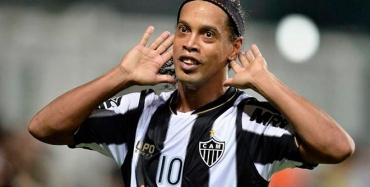 BOLA CHEIA: Cruzeiro faz proposta milionária a Ronaldinho Gaúcho