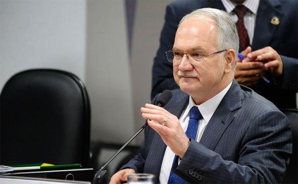 Senado aprova indicação de Luiz Edson Fachin para o STF