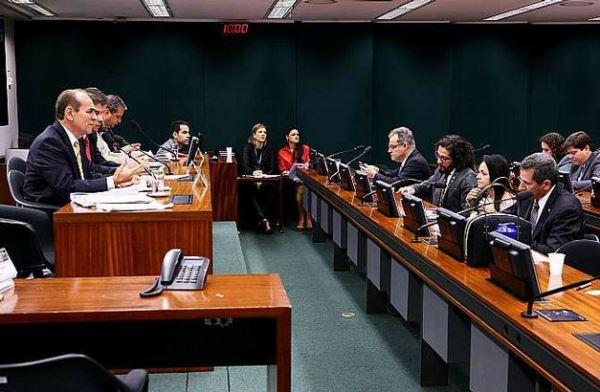 REFORMA POLÍTICA: Relatório será votado amanhã pela comissão especial