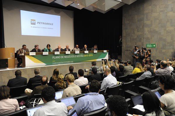 O presidente da Petrobras, Aldemir Bendine, e membros da diretoria detalharam os números.
