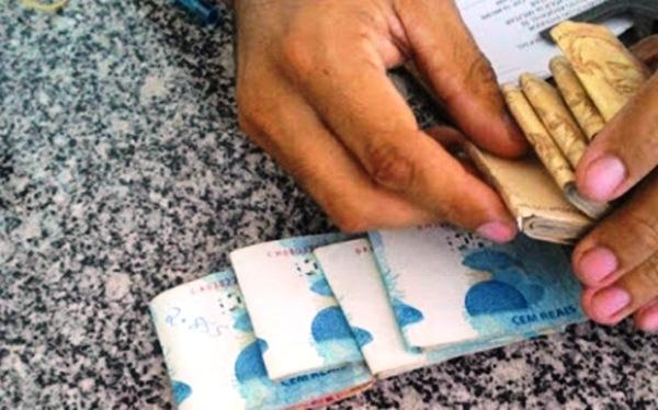 PM prende motorista com R$ 9 mil em notas falsas