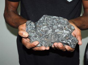 O meteorito tem cerca de três quilos.