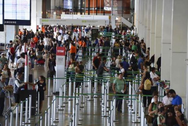 Gastos de brasileiros no exterior caem 21% este ano