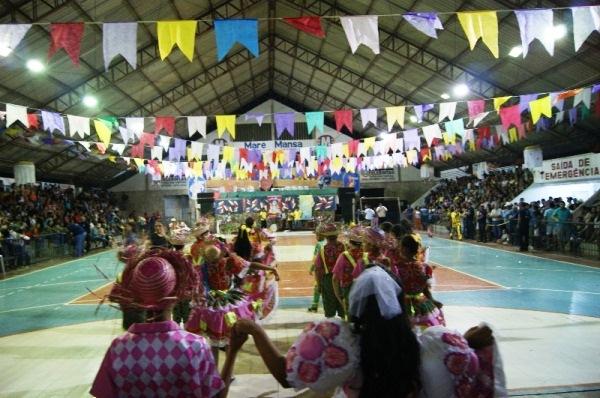 Tradições juninas e apresentações de escolas e grupos sociais são destaques do segundo dia do FORRONOVOS