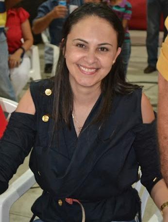 """OURO BRANCO: Prefeita nomeou irmã em cargo """"inexistente"""" e que configura nepotismo"""