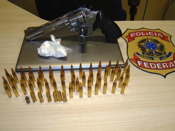 PF prende homem com cocaína, arma e munições de fuzil no RN