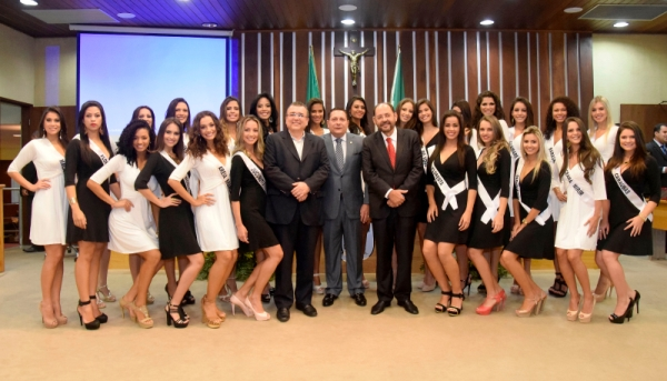 Assembleia recebe visita de candidatas a Miss RN 2015