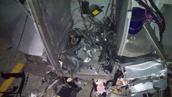 Criminosos arrombam supermercado em Natal, rendem vigilantes e explodem caixa eletrônico