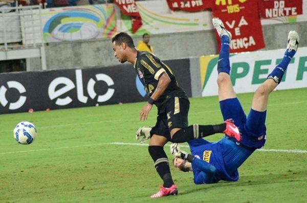Goleiro falha duas vezes e América perde para o Vasco