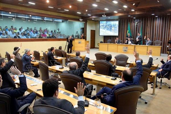 Deputados aprovam projetos em última sessão antes de recesso parlamentar