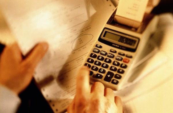 Juro do cheque especial é o maior desde 1995; rotativo do cartão vai a 372%