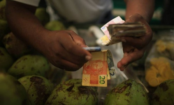 Mercado já aposta em queda de 1,7% do PIB e inflação de 9,15% em 2015