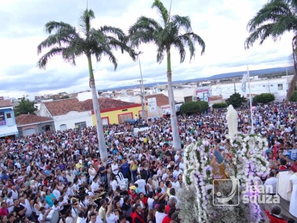 Festejos de Sant'Ana se encerram e multidão prestigia a procissão em Currais Novos