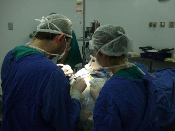 """TCE quer licitação para neurocirurgias em 120 dias e """"padrão mínimo"""" em contrato"""
