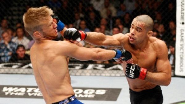 Renan Barão enfrenta Dillashaw em busca do cinturão dos galos no UFC
