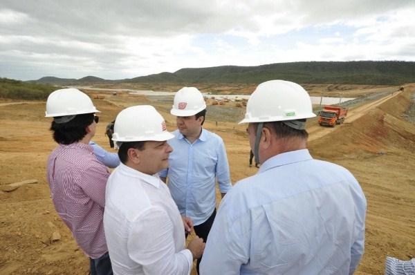 Ezequiel inicia na Paraíba articulações entre as bancadas do Nordeste para defender recursos para obras da seca