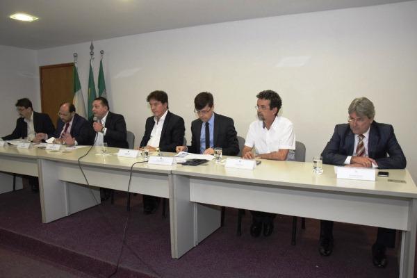 Deputados estaduais debatem com Governo ações de combate à seca