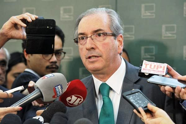 Eduardo Cunha diz considerar estranho denúncia ser divulgada às vésperas de protestos do PT