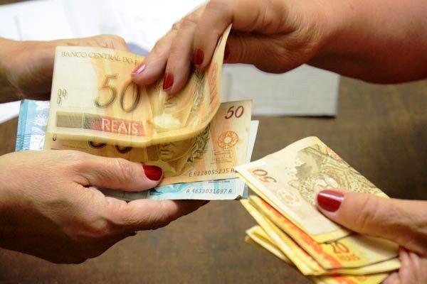 Neste ano, o governo havia decidido não antecipar o valor em agosto por causa das dificuldades financeiras nas contas públicas