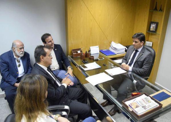 OAB entrega nota de solidariedade a Carlos Augusto Maia por agressão policial