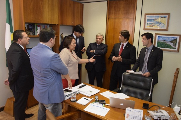 Presidente da Assembleia debate projetos do RN em reunião com a bancada federal