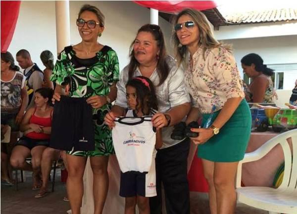 """Prefeitura e SEMEC reinauguraram creche """"O mundo da criança"""" no bairro Sílvio Bezerra"""