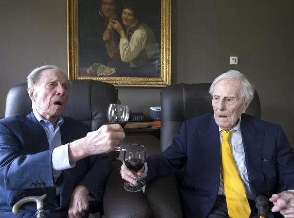 Aos 102 anos, gêmeos mais velhos do mundo dão dicas para viver muito; do vinho ao inusitado
