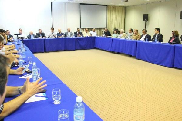 Governador participa de reunião no Sebrae que discutiu a instalação do HUB da TAM em Natal