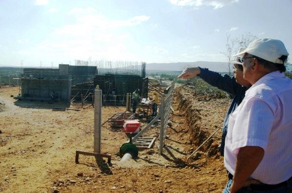 Vilton Cunha visitou trechos da obra da adutora de Currais Novos nesta quinta, 27