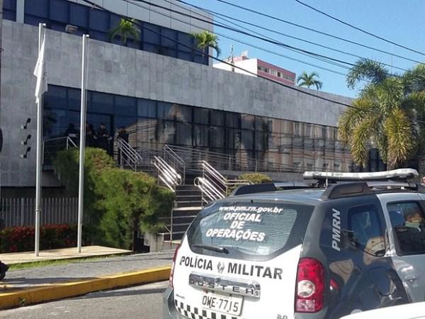 Mandados de busca e apreensão foram cumpridos na procuradoria da AL (Foto: Sérgio Henrique Santos/Inter TV Cabugi)