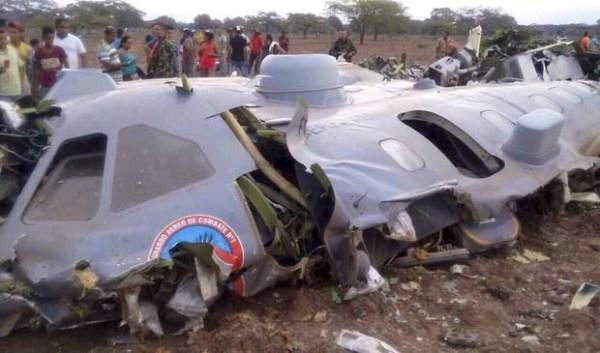 Avião da Força Aérea Colombiana cai e mata 11 militares
