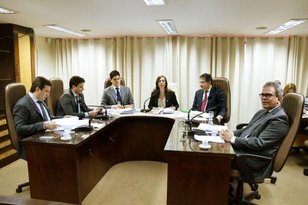 CCJ faz reunião e distribui 27 matérias para os relatores