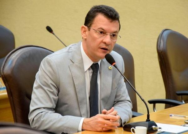 Dison cita ações do governo para melhorar estradas do RN