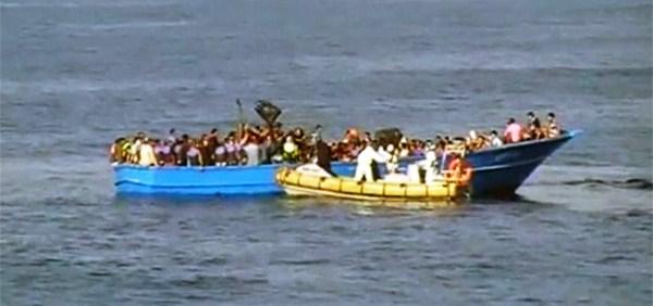 Pelo menos 40 imigrantes morrem em embarcação no litoral da Líbia