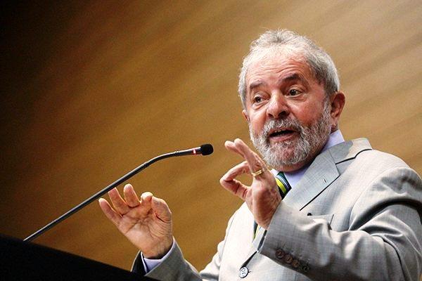 Lula diz que não há razão para impeachment