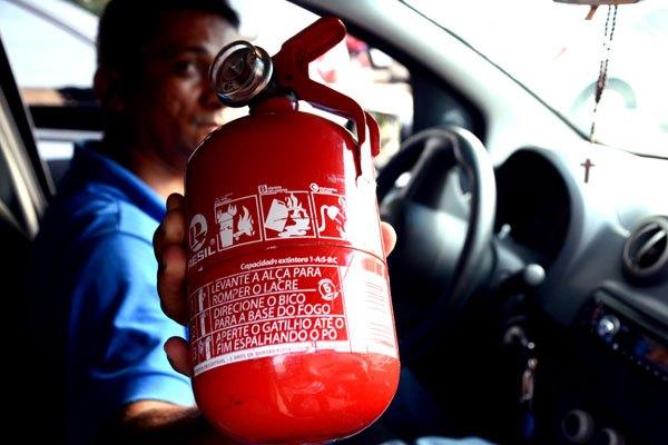 Contran suspende obrigatoriedade do extintor em automóveis